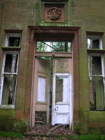 Dalmore_House,_front_door,_Stair